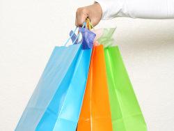 手挽袋-手拿彩色纸袋高清图片