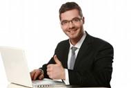 商务男士电脑办公图片