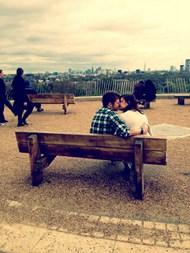 伤感情侣接吻图片