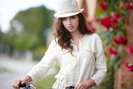 森系白衬衫女生图片