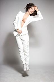 白色小西装美女写真图片