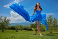 蓝色裙装美女图片