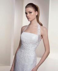 时尚挂脖婚纱图片