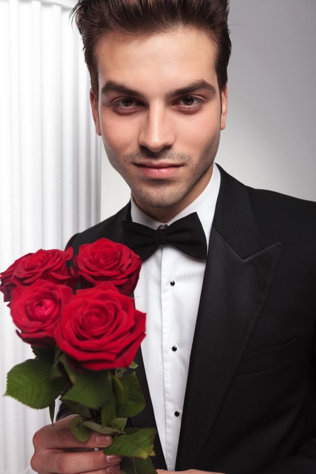 黑色西装绅士帅哥图片