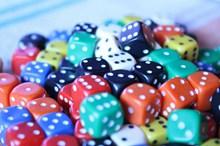 彩色立方体骰子图片下载