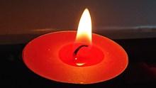 红蜡烛燃烧高清图片