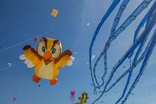 可爱卡通风筝放飞图片下载