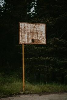 生锈户外篮球架图片大全