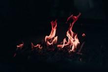 柴火堆火焰图片素材
