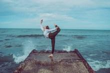 海边练瑜伽图片大全