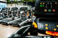 健身房跑步机图片
