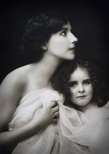 复古温馨母女照片图片