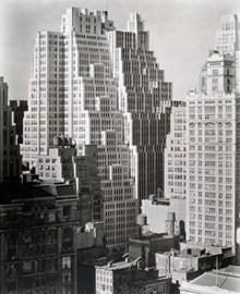 城市高楼建筑黑白照片图片