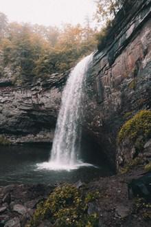 瀑布水潭高清图片
