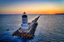 唯美海上灯塔唯美图片