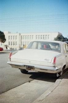 白色豪车车尾局部图片素材