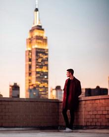 一个男人看风景精美图片