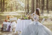 清新治愈系美女婚纱高清图片