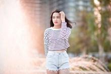 街拍亚洲热裤美女高清图