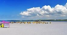 白色沙滩海边图片下载