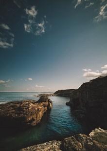 悬崖峭壁大海精美图片
