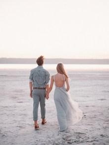 海边情侣婚纱照背影图片