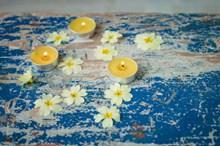 黄色香薰蜡烛高清图片