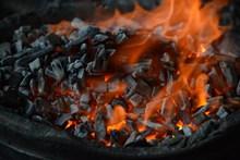 木炭燃烧火焰精美图片