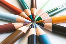 多色彩铅笔图片