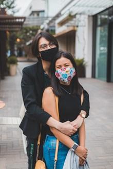 戴口罩亚洲情侣图片大全