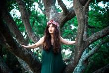 树林美女写真图片素材