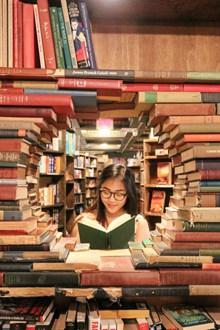 图书馆看书美女精美图片