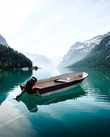 山脉湖泊山水风景图片