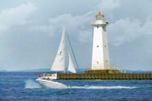 海上白色灯塔建筑图片素材
