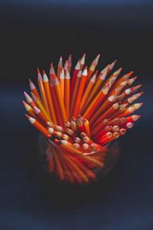 橘色彩铅笔精美图片