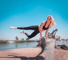 锻炼身体的美女图片下载