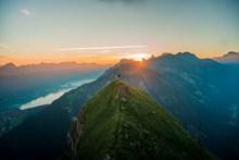 登顶看日出高清图