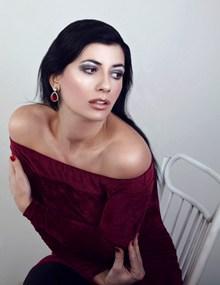 露香肩美女人体艺术图片下载