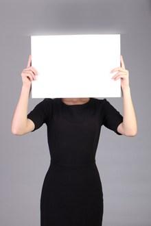 商务女性举牌照精美图片