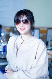 夏季戴墨镜美女图片素材
