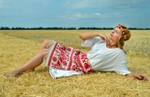 欧美田园风美女人体摄影图片