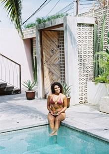 欧洲泳池人体艺术美女图片素材