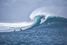 海洋大浪翻腾高清图