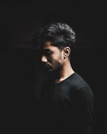 黑色风格帅哥写真精美图片