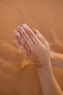 手部纹身美甲图片素材