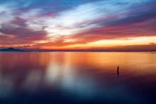 黄昏湖泊美景图片下载
