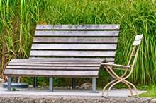 公园休闲木椅子高清图