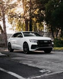 白色奥迪汽车图片