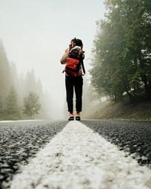 冬季背包旅行背影精美图片