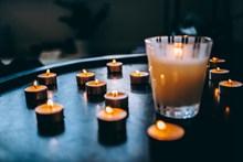 香薰蜡烛和饮料图片大全